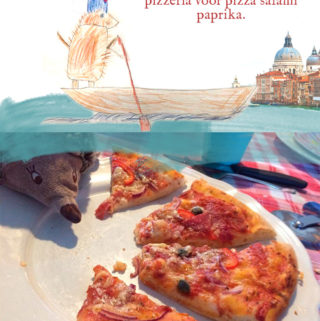 Pizza salami paprika